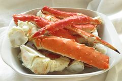 Fruits de mer Crabe cuit et servi sur un plat image libre de droits