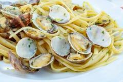Fruits de mer italiens traditionnels, vongole de spaghetti fait avec le seashel photo stock