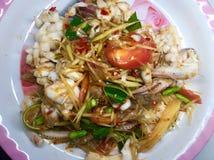 Fruits de mer de salade de papaye Images stock