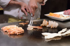 Fruits de mer sautés de cuisine japonaise de Teppanyaki Photos stock