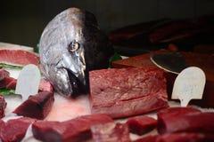 Fruits de mer sur la glace à la poissonnerie Photo libre de droits