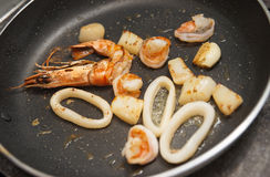 Fruits de mer sur le carter chaud Images stock