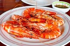 Fruits de mer thaïs, crevettes roses cuites à la vapeur avec de la sauce épicée 1 Images libres de droits