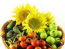 Fruits en été de panier Photos stock