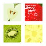 Fruits et baies dans la boîte Fruit juteux divisé en deux Apple, kiwi, Photos stock