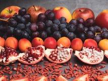 fruits et berrys rouges vitamine riche, resveratrol, antioxydants nourriture, fin d'astaxanthine  image libre de droits