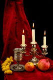 Fruits et bougies de cuvette Image libre de droits