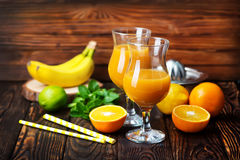 Fruits et jus Photo stock