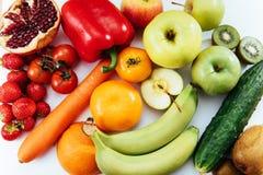 Fruits et légumes d'isolement sur le fond blanc Photos stock