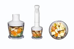 Fruits et légumes dans le mélangeur sur le fond blanc Smoothies dans le mélangeur des fruits et légumes sur le fond blanc Photographie stock libre de droits