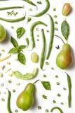 Fruits et légumes de couleur verte sur le fond blanc photos libres de droits