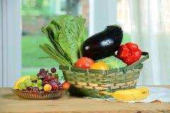 Fruits et légumes sur le Tableau Photographie stock