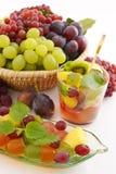 Fruits frais avec le punch de fruits Image stock