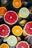 Fruits frais Fond mélangé de fruits Consommation saine, suivant un régime Fond des fruits frais sains Salade de fruits - régime,  Photos stock