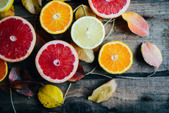 Fruits frais Fond mélangé de fruits Consommation saine, suivant un régime Fond des fruits frais sains Salade de fruits - régime,  Photo stock