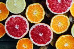 Fruits frais Fond mélangé de fruits Consommation saine, suivant un régime Fond des fruits frais sains Salade de fruits - régime,  Images stock
