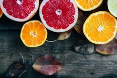 Fruits frais Fond mélangé de fruits Consommation saine, suivant un régime Fond des fruits frais sains Salade de fruits - régime,  Photographie stock