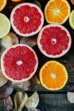 Fruits frais Fond mélangé de fruits Consommation saine, suivant un régime Fond des fruits frais sains Salade de fruits - régime,  Images libres de droits