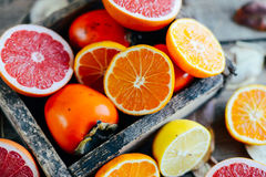 Fruits frais Fond mélangé de fruits Consommation saine, suivant un régime Fond des fruits frais sains Salade de fruits - régime,  Photo libre de droits