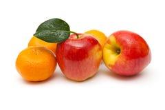 Fruits frais, mandarine et pommes, sur le blanc Photographie stock libre de droits