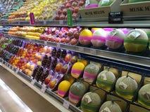 Fruits frais pleins de l'abri photos stock