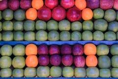 Fruits frais sur le marché Images stock