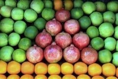 Fruits frais sur le marché Photos stock