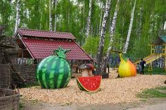 Fruits géants dans l'espace d'amour de parc Photographie stock libre de droits