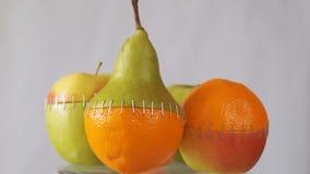 Fruits hybrides Concept génétiquement modifié de fruit banque de vidéos