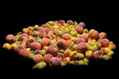 Fruits isolted sur le fond noir rendu 3d Image stock