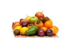 Fruits juteux frais sur un fond blanc images stock