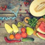 Fruits, légumes et dans la bande de mesure dans le régime Image stock