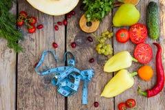Fruits, légumes et dans la bande de mesure dans le régime Photos libres de droits