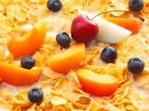 Fruits laiteux avec des céréales Photos libres de droits