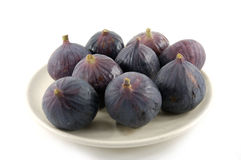 Fruits mûrs d'une figue sur le blanc Images stock