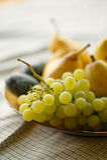 Fruits mûrs - raisins et poires Photos libres de droits