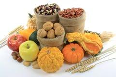 Fruits, noix et sirops d'automne. photo libre de droits