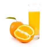 Fruits oranges avec les lames vertes Photographie stock libre de droits