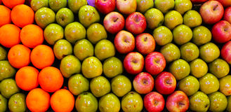 Fruits. Oranges, green and red apples, arranged in beautiful rows Royalty Free Stock Photos
