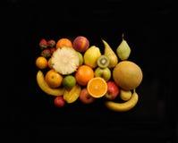 Fruits, plusieurs types de fruit sur un fond noir Images libres de droits