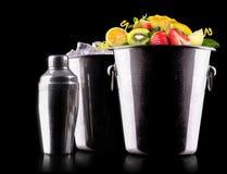Fruits savoureux d'été dans le seau Photographie stock libre de droits