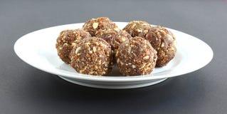 Fruits secs de plat doux indien et Laddu Nuts Photographie stock