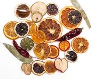 Fruits secs, pour la décoration d'hiver photo libre de droits