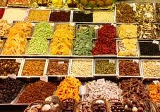 Fruits secs sur le marché photographie stock libre de droits
