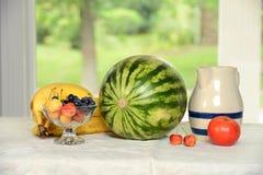 Fruits sur la table Images stock