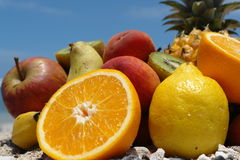 Fruits sur le ciel bleu de botom Photos stock