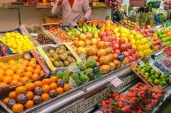 Fruits sur le marché central de Valence, Espagne Photographie stock libre de droits