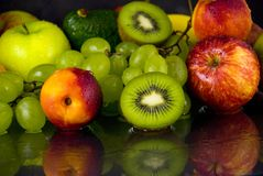 Fruits sur le noir Image stock