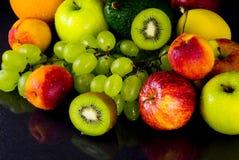 Fruits sur le noir Photos stock