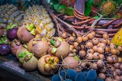 Fruits thaïlandais dans le jardin pour amener des touristes manger Images stock